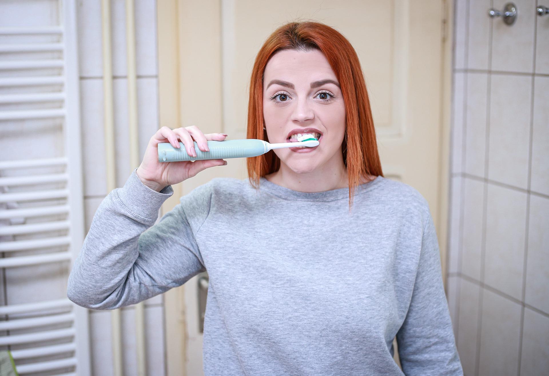 Čištění zubů kartáček