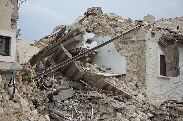 domy po zemětřesení