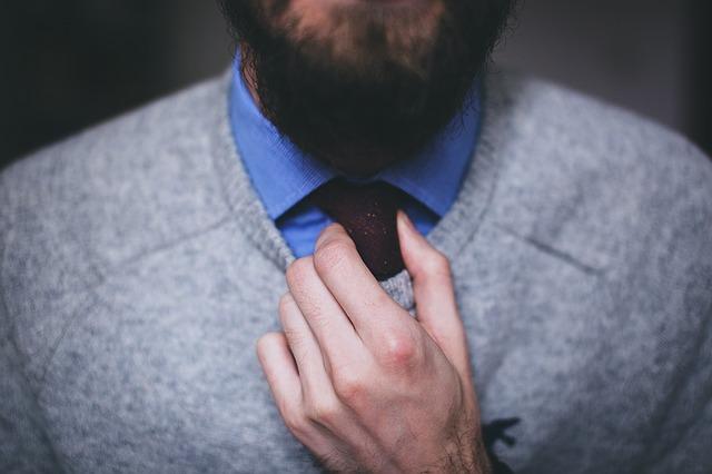 schovaná kravata