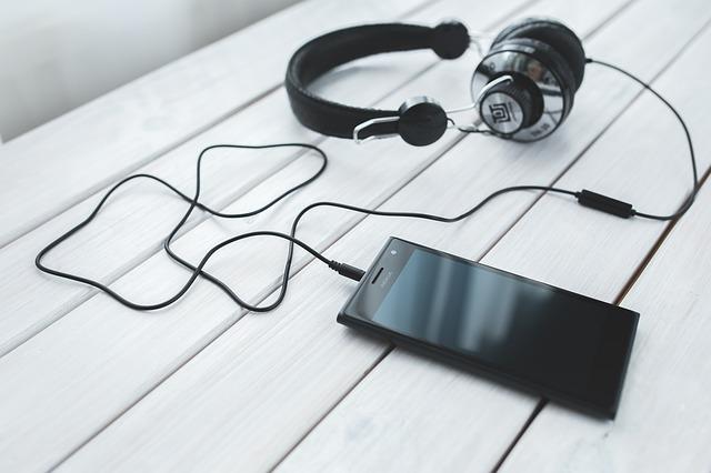 smartphone se sluchátky